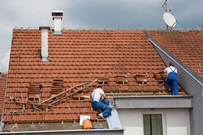 Installing roof tiles